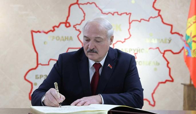 Запад будет говорить с Лукашенко только об условиях его отставки – историк Фридман