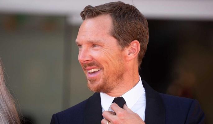 """Камбербэтч из сериала """"Шерлок"""" ласкался с женой прямо на красной дорожке"""