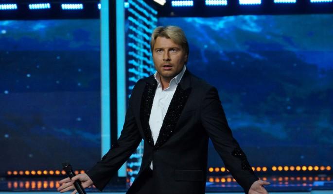 Басков сдружился с женой спонсирующего его приятеля-пенсионера: рестораны и дорогие подарки