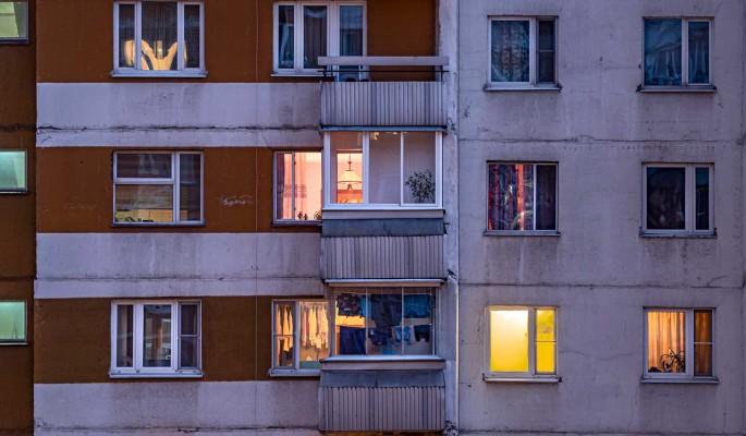 Россиян предупредили о крупных штрафах за подглядывание в окна