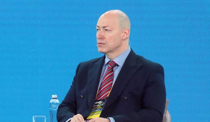 Пусть сидит дома: журналист Гордон посоветовал Путину и Зеленскому не встречаться