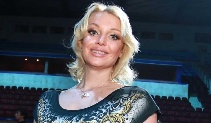 """""""Они аплодировали мне стоя"""": запевшая Волочкова похвасталась расположением Пугачевой"""