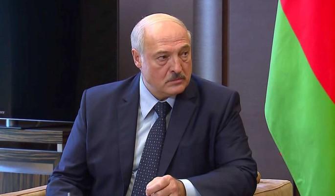Между молотом и наковальней: как Лукашенко развернулся от Запада к России