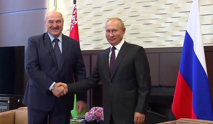 Журналист Сванидзе объяснил странную ухмылку Путина на встрече с Лукашенко: Отношения сложные
