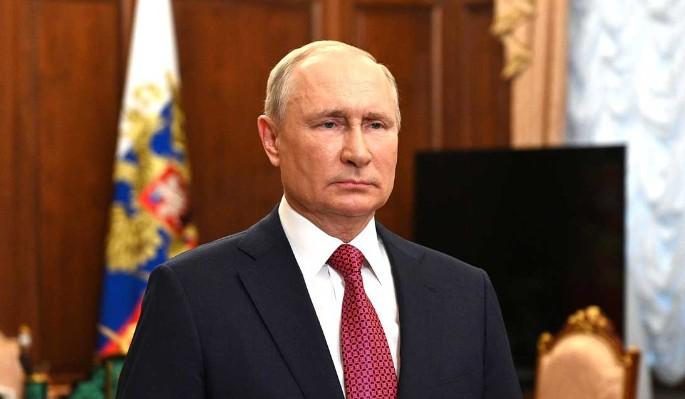 Путин ушел на самоизоляцию из-за ситуации с коронавирусом в его окружении