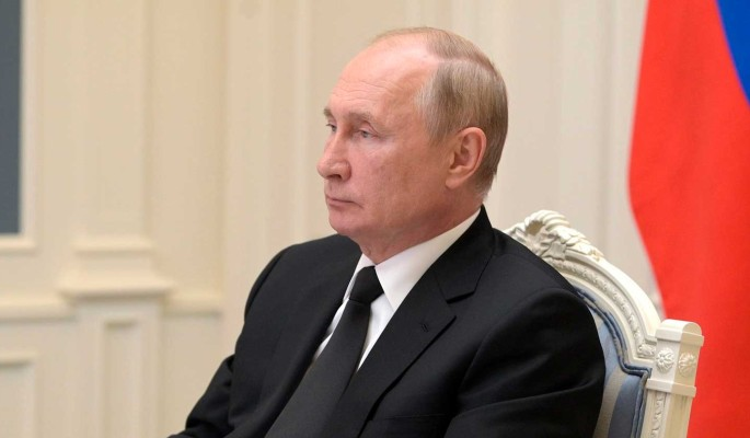Путин заявил о близости с зараженными COVID-19 коллегами