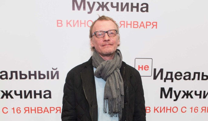 Женатый Серебряков появился на публике с юной красоткой