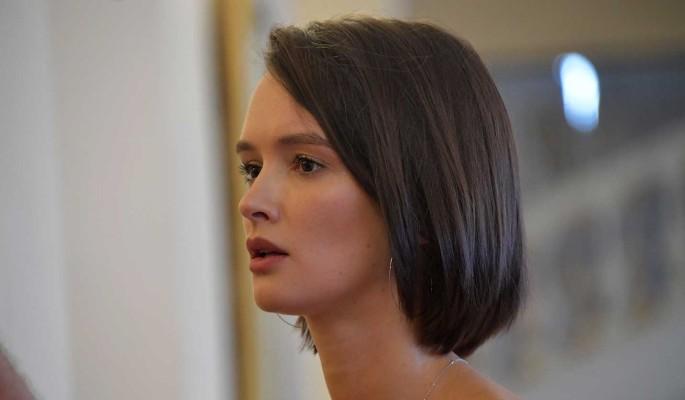 Скрывшая лопоухость под париком Андреева встретилась с Ургантом в тайной комнате