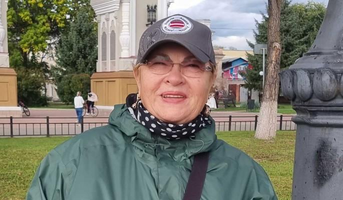 """""""Приходится скитаться по дворам"""": как живет 69-летняя Нина Усатова"""
