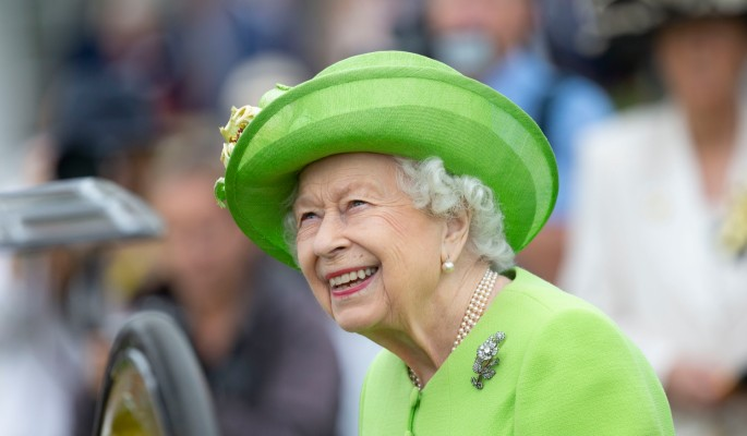 Принц Чарльз заживо похоронил Елизавету II