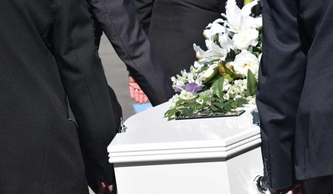 Слезы российских стариков: умершую от рака Татьяну Голикову с почестями похоронили на Троекуровском кладбище