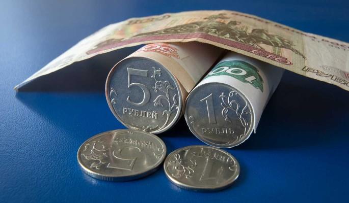 Экономист: рубль начнет ослабевать через год