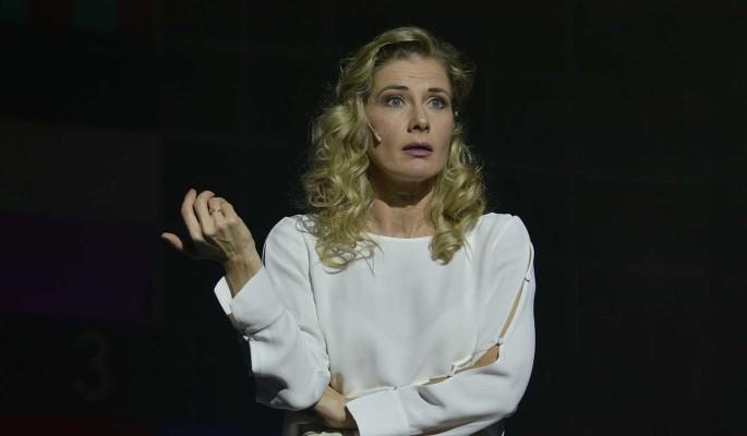 Ирина Линдт стала уборщицей в театре