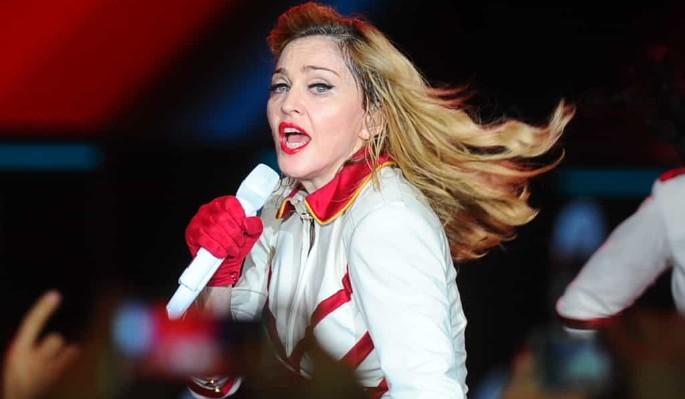 63-летняя Мадонна задрала платье в эфире шоу