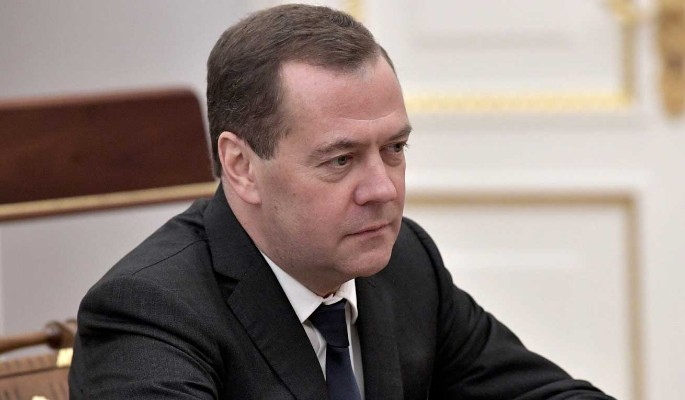 """Медведев о руководстве Украины: Стремятся """"набить карманы"""""""
