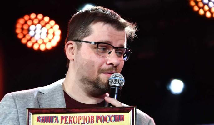 """""""Тупая тупость"""": Харламов прилюдно поиздевался над Бузовой"""
