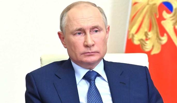 Кашель, ежедневные тесты на ковид и слухи об отставке: что происходит со здоровьем Путина