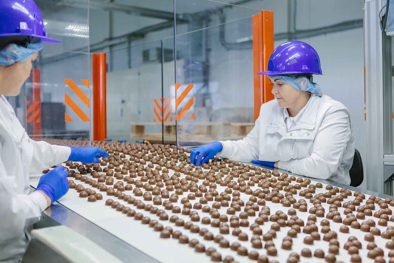 Конвейер шоколадной фабрики щербактинский элеватор контакты