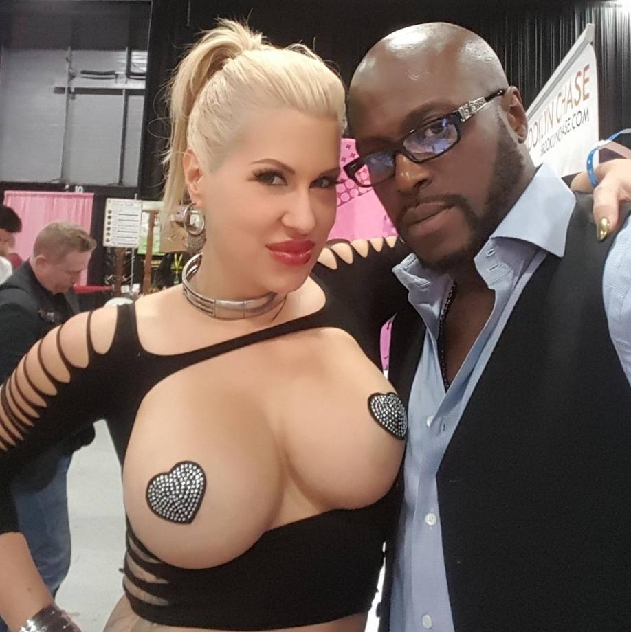 Темнокожий порноактер