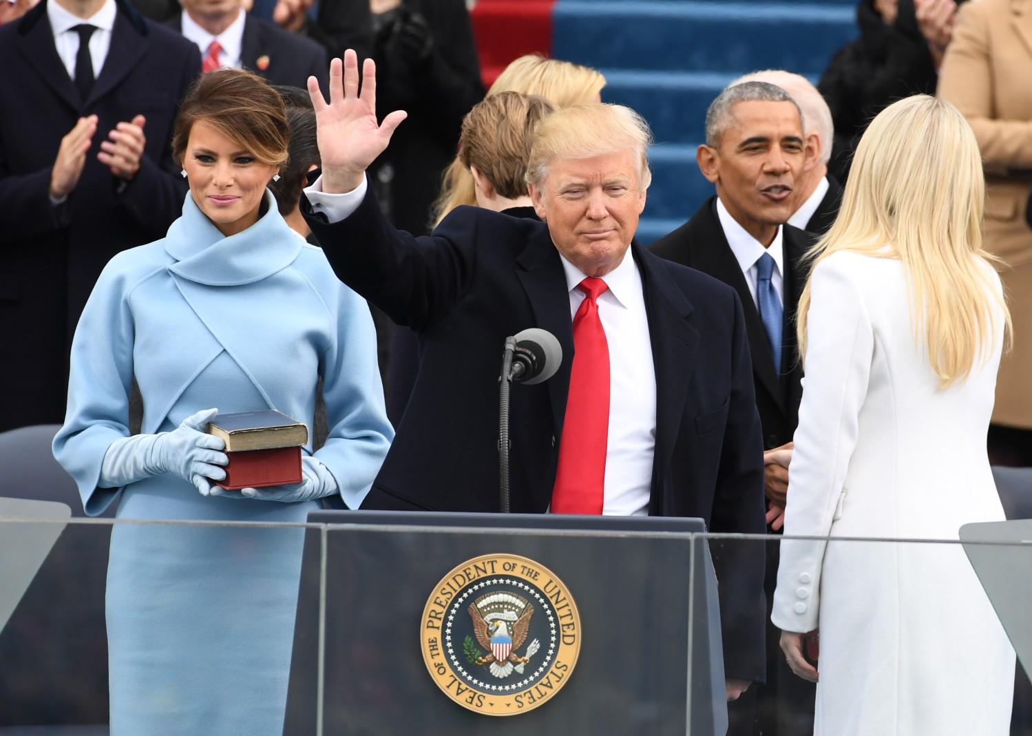 Работа над ошибками: чем Мелания Трамп могла заменить скандальную парку рекомендации