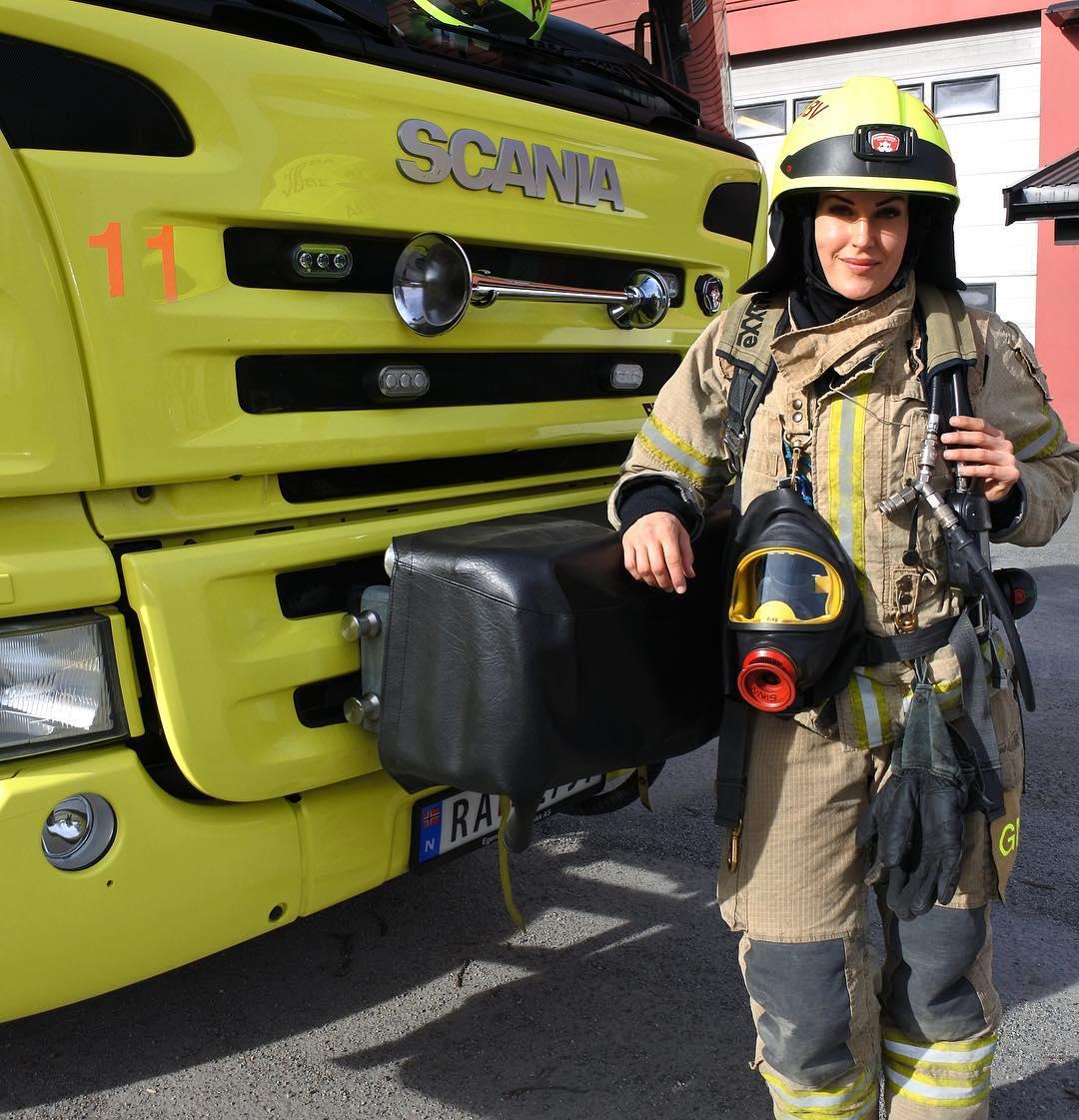 Kentucky firefighter girl — photo 4