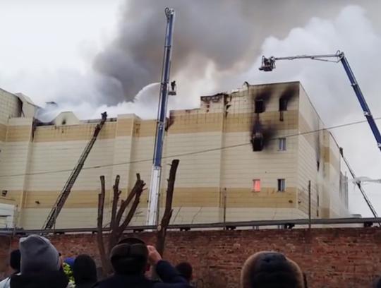 3601a5f4f997 ДНИ.РУ - В Кемерово детей заперли в горящем ТЦ