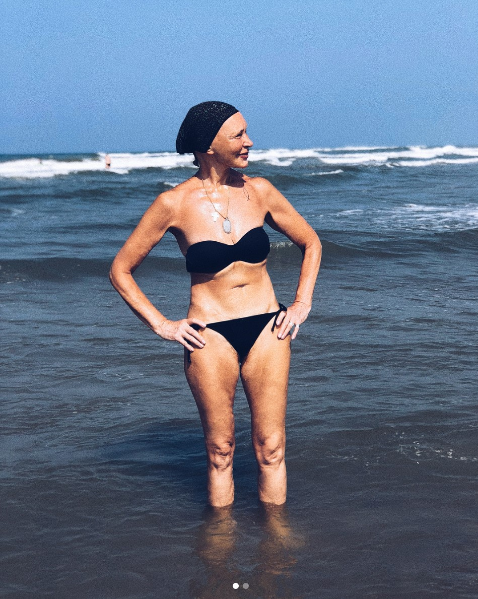 Порно на пляже со спортивной девочкой
